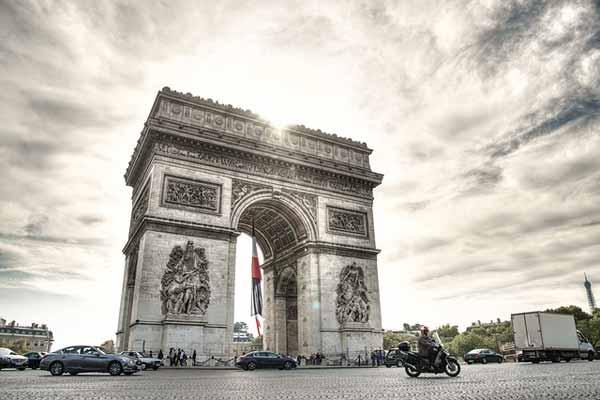 L'arc de triomphe place Charles de Gaulle à Paris