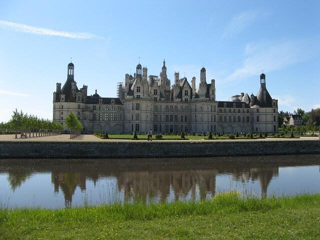 Le chateau de Chambord en plan large