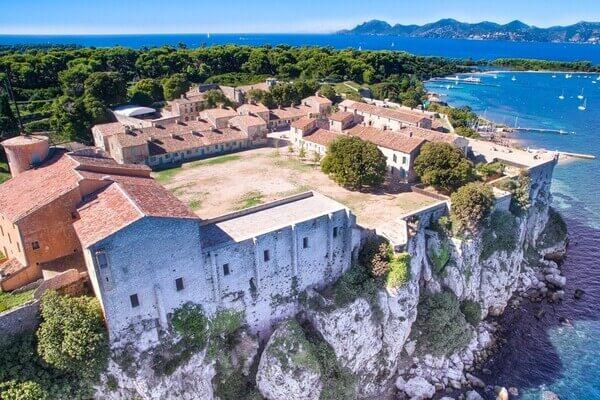 Vue aérienne du Fort Royal sur l'île sainte Marguerite.